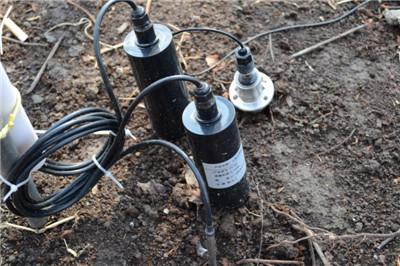 通过安装在葡萄园的土壤温湿度传感器